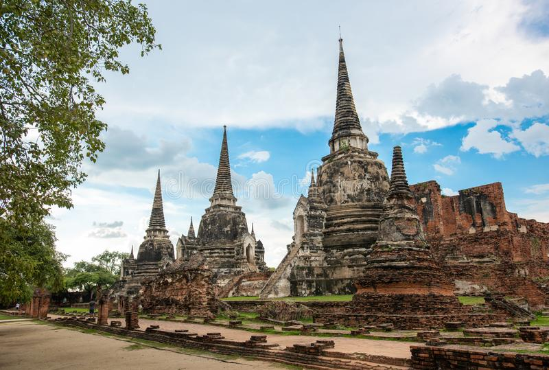 Il tempio della Tailandia - vecchia pagoda a Wat Yai Chai Mongkhon, parco storico di Ayutthaya, Tailandia fotografia stock