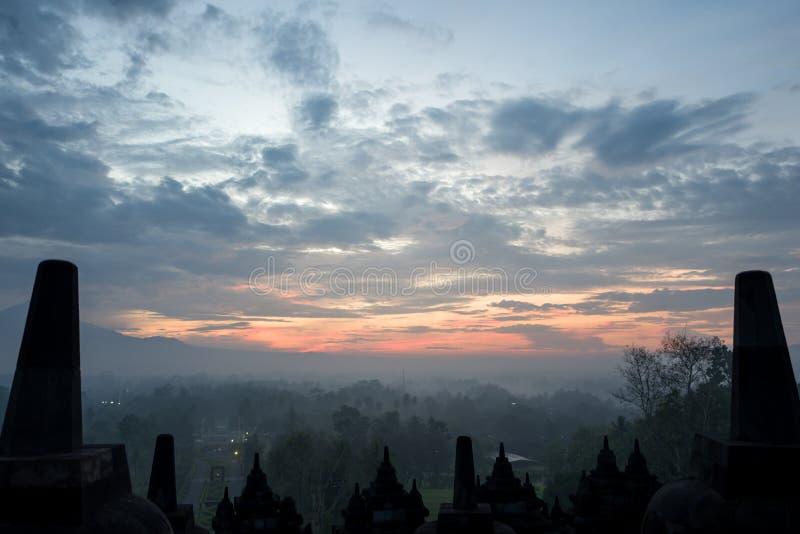 Il tempio di Borobudur ad alba fotografie stock