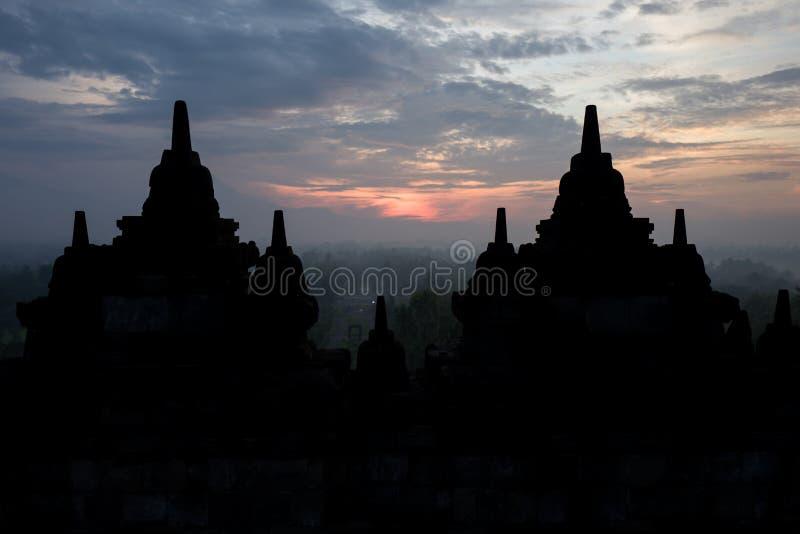 Il tempio di Borobudur ad alba fotografie stock libere da diritti
