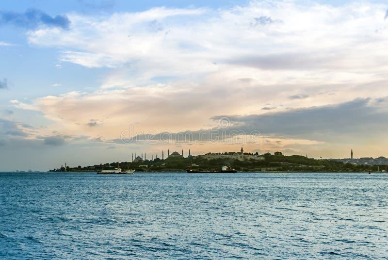 Il tempo di giorno di mare del palazzo e di Marmara di Topkapi fotografia stock libera da diritti