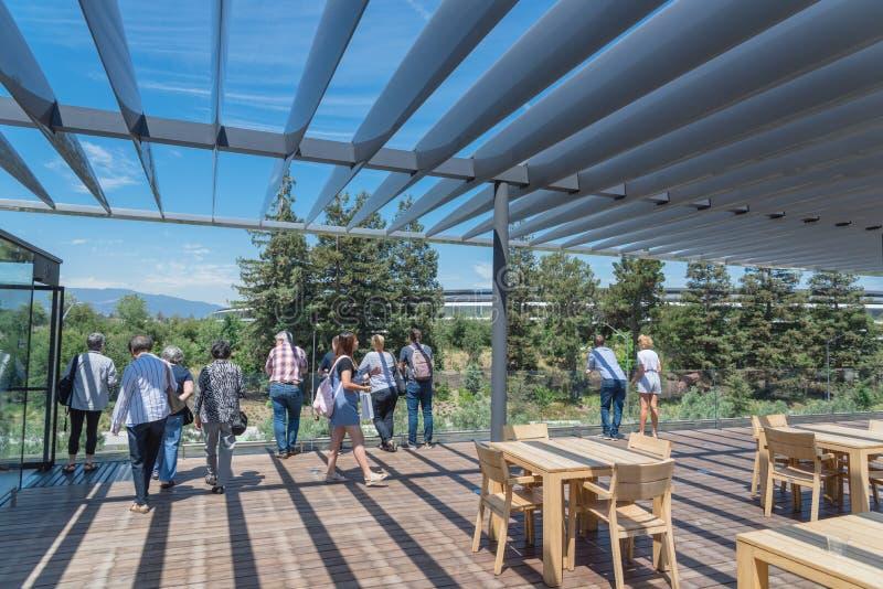 Il terrazzo del tetto caratterizza una vista unica del parco di Apple e del suo ro fotografia stock libera da diritti