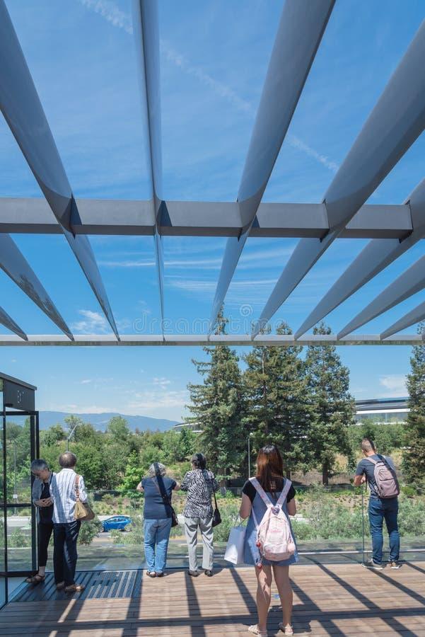 Il terrazzo del tetto caratterizza una vista unica del parco di Apple e del suo ro fotografia stock