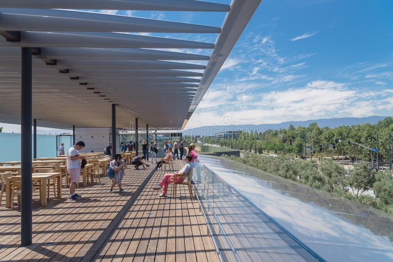 Il terrazzo del tetto caratterizza una vista unica del parco di Apple e del suo ro immagine stock libera da diritti