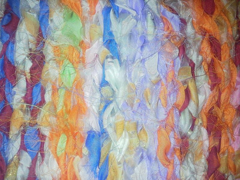 Il tessuto dell'organza ha chiazzato il colore luminoso del tessuto irsuto lanuginoso del filato del fondo fotografia stock libera da diritti