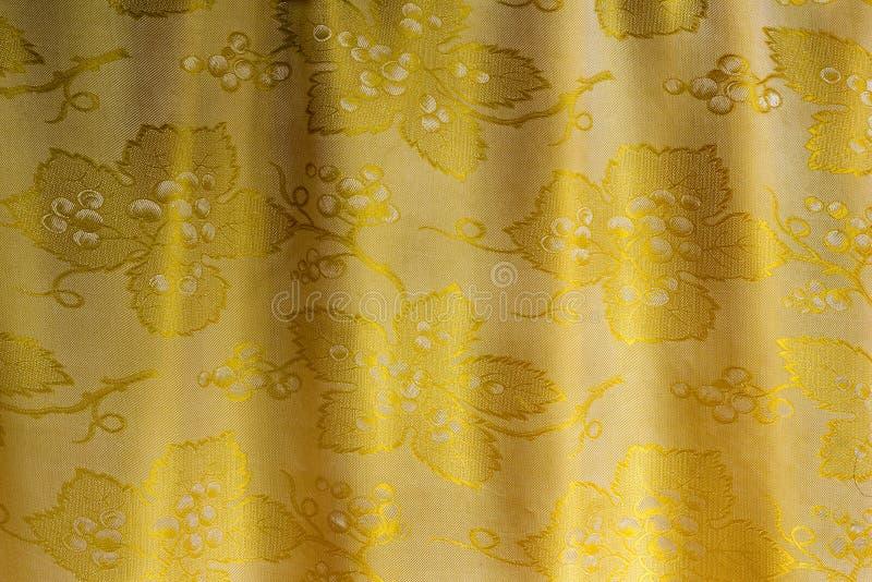 Il tessuto di seta di cui meravigliosamente è stato coperto sotto forma immagine stock libera da diritti