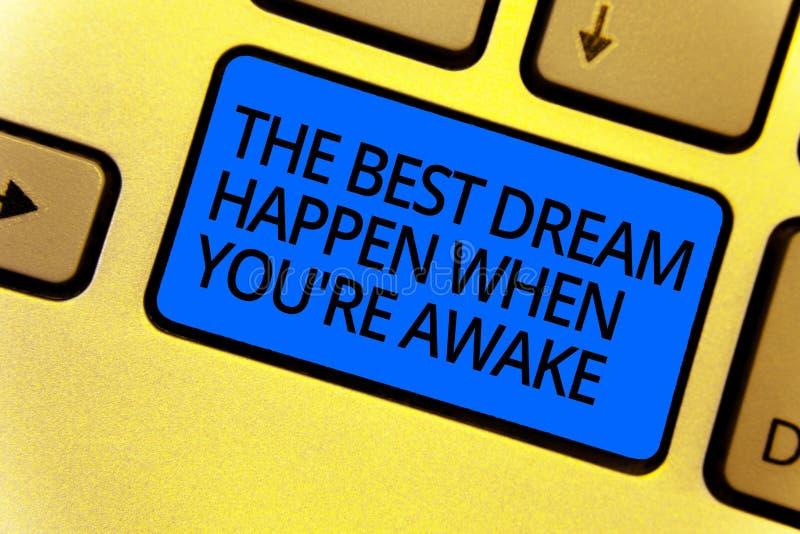 Il testo della scrittura che scrive il migliore sogno accade quando con riferimento a siete sveglio I sogni di significato di con fotografie stock libere da diritti