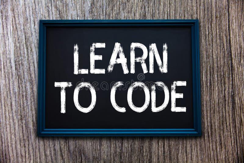 Il testo della scrittura impara codificare Il significato di concetto impara scrivere il software è un programmatore Coder fotografie stock libere da diritti