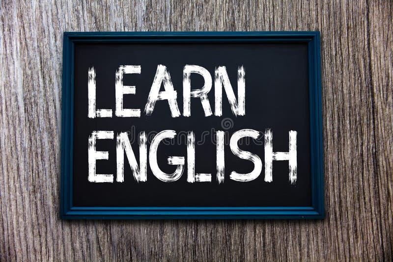Il testo della scrittura impara l'inglese Il concetto che significa la comunicazione facile di lingua universale e capisce fotografie stock libere da diritti