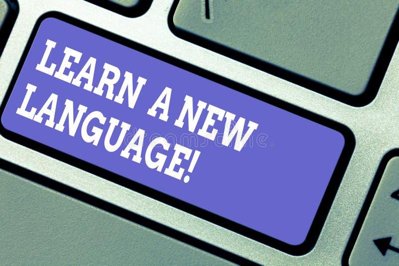Il testo di scrittura di parola impara una nuova lingua Concetto di affari per le parole di studio all'infuori della tastiera ind fotografia stock libera da diritti