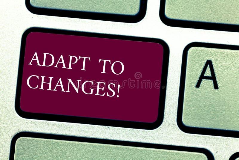 Il testo di scrittura di parola si adatta ai cambiamenti Concetto di affari per adattamento innovatore dei cambiamenti con evoluz immagini stock libere da diritti