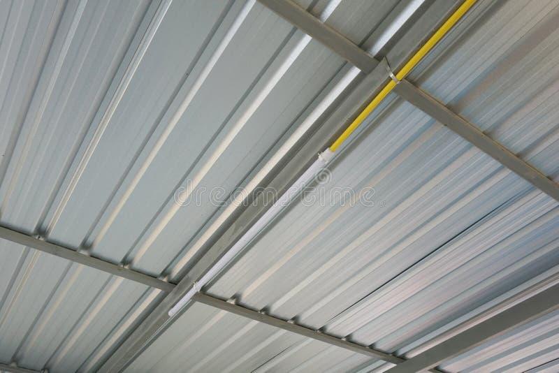 Il tetto d'acciaio della fabbrica fotografia stock