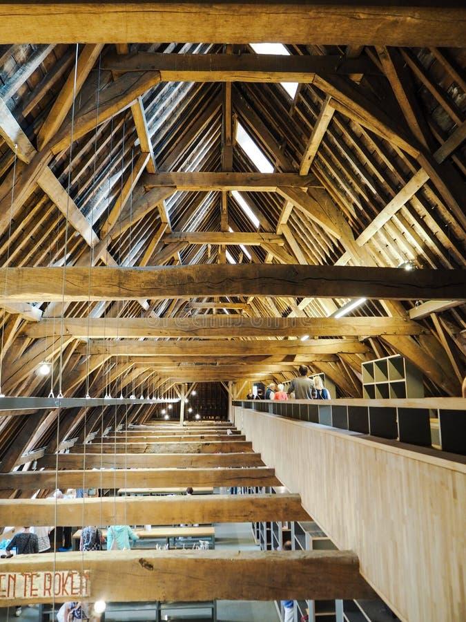 Il tetto di legno tradizionale dell'ultimo piano del Predikherenklooster fotografia stock libera da diritti