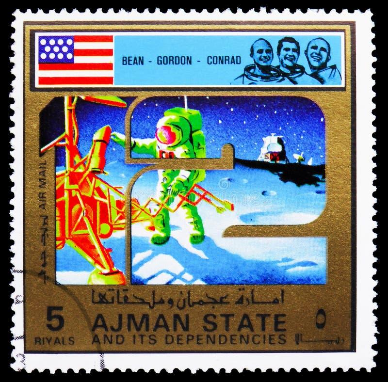 Il timbro postale stampato ad Ajman (Emirati Arabi Uniti) mostra Apollo 12, Apollo Program, una serie di grandi format, 5 Emirati fotografia stock
