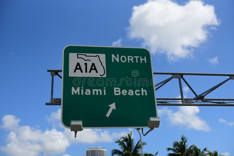 Il traffico stradale firma dentro Miami fotografia stock libera da diritti