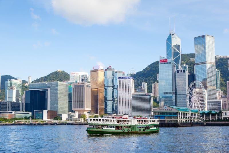 Il traghetto attraversa Victoria Harbor in Hong Kong immagine stock libera da diritti