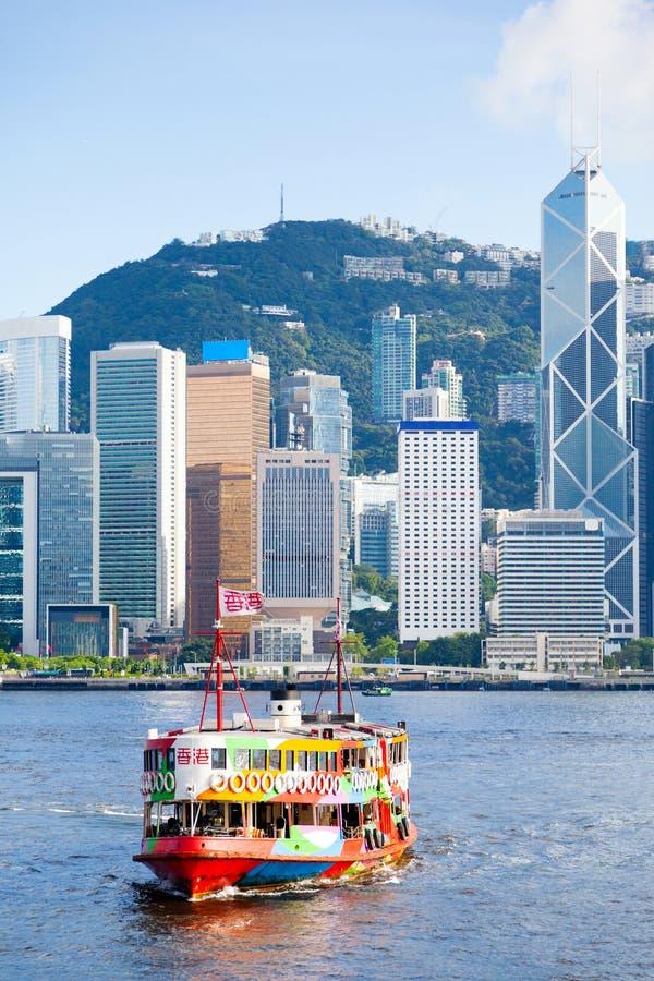 Il traghetto iconico della stella attraversa Victoria Harbor in Hong Kong immagini stock