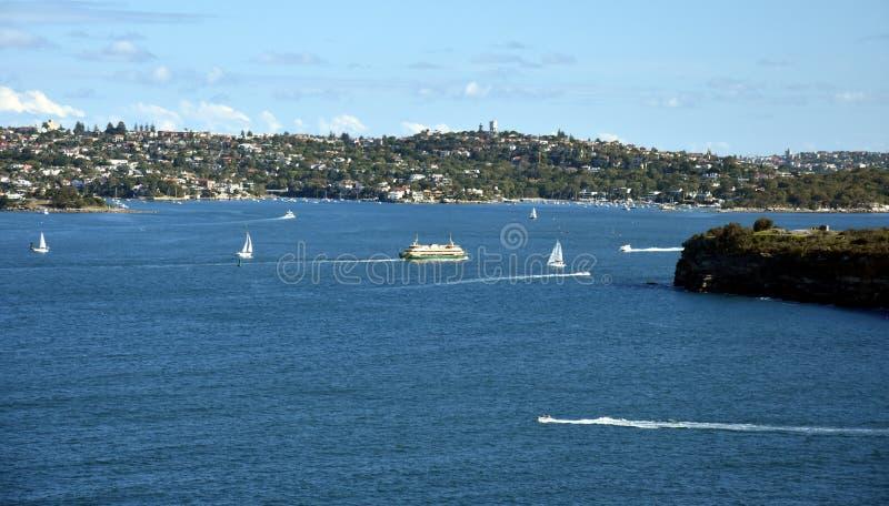 Il traghetto virile sta girandosi nel porto del nord verso virile fotografia stock