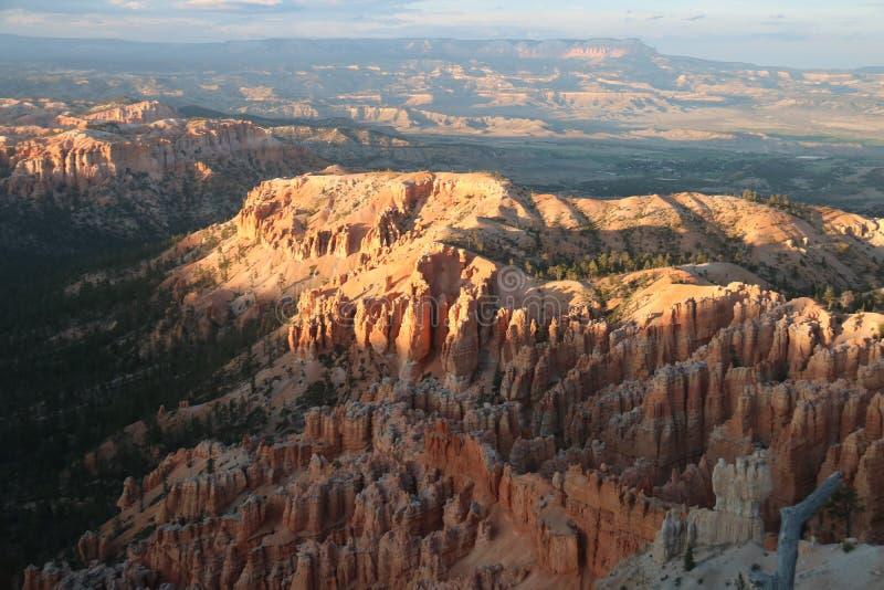 Il tramonto abbellisce i camini leggiadramente rossastri Bryce Canyon fotografie stock