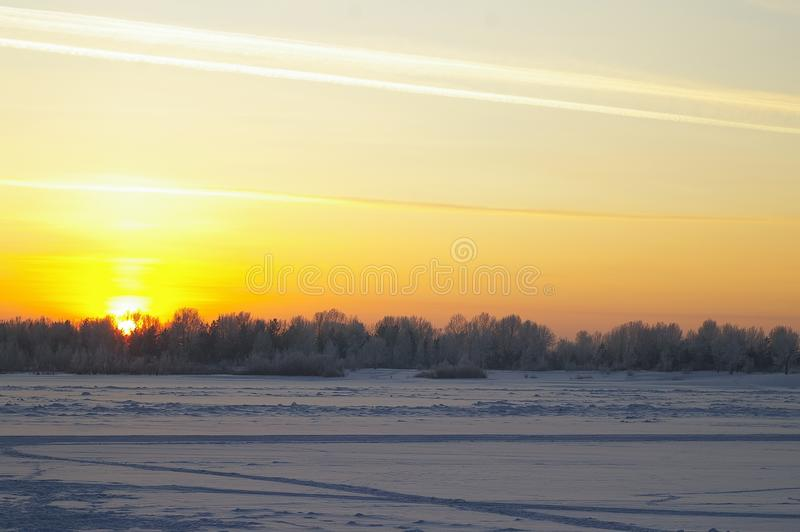 Il tramonto di inverno immagine stock