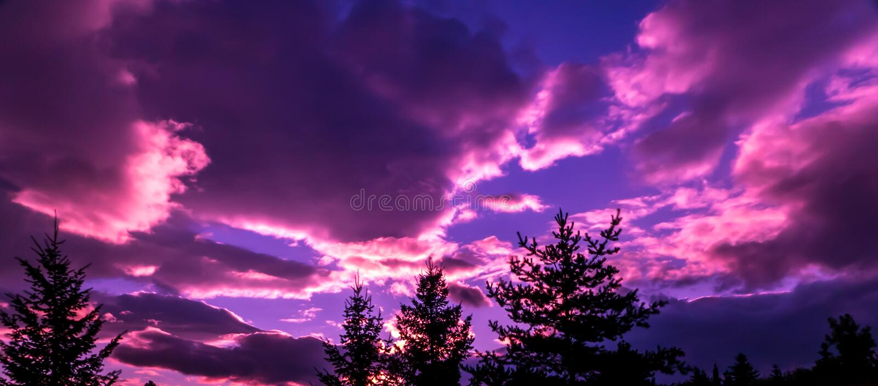 Il tramonto dopo una tempesta di passaggio fotografie stock libere da diritti