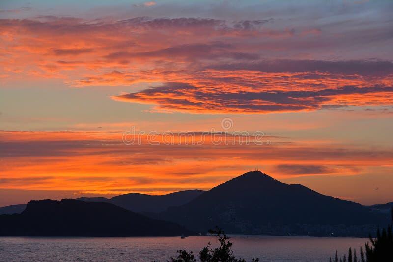 Il tramonto romantico sul mare - più vicino immagini stock libere da diritti
