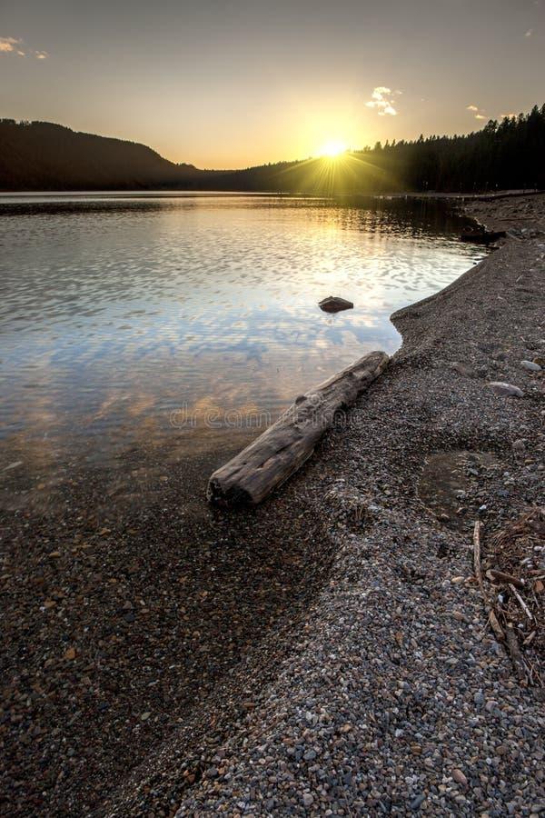 Il tramonto sopra il lago Pend Oreille immagine stock libera da diritti