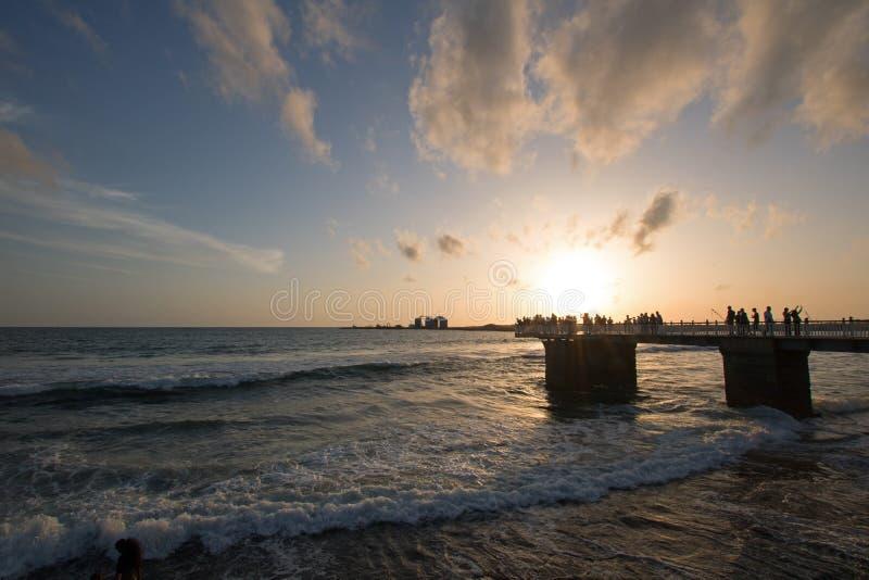 Il tramonto sopra il pilastro a Galle affronta l'area urbana fronte mare del parco in Colombo Sri Lanka fotografie stock