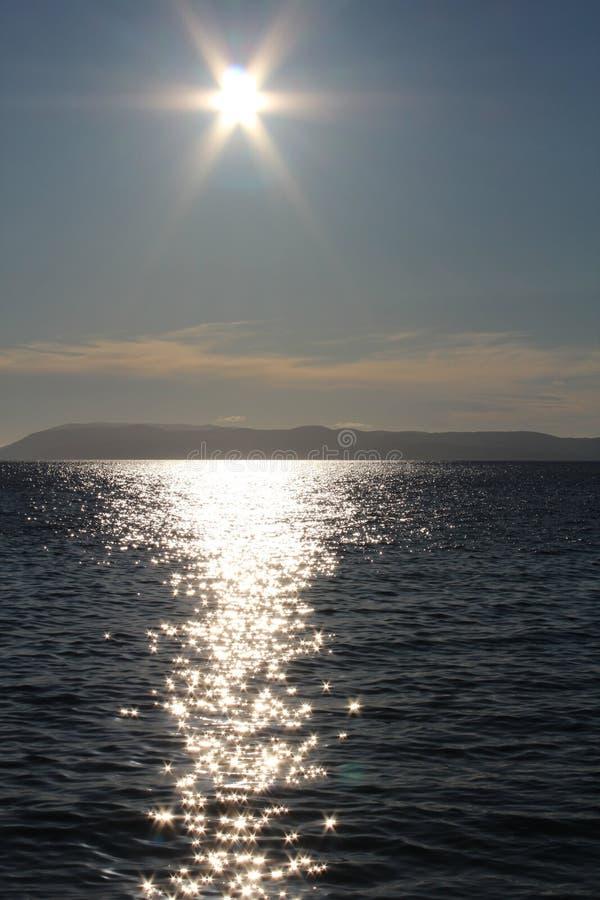 Il tramonto sopra vede fotografia stock