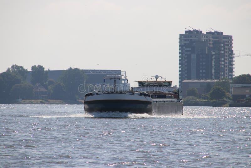 Il trasporto interno spedisce sui lek del fiume che trasportano il seafreight ai porti in Germania ed in Svizzera fotografie stock