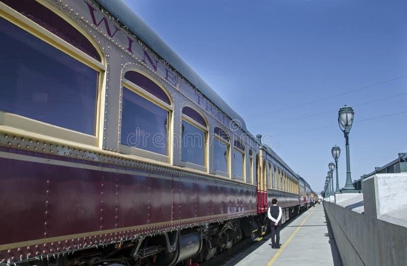 Il treno del vino di escursione in Napa Valley, California U.S.A. fotografie stock