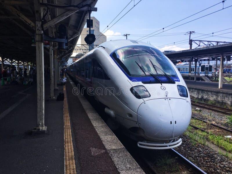 Il treno di Kamome nella stazione di Nagasaki immagini stock libere da diritti