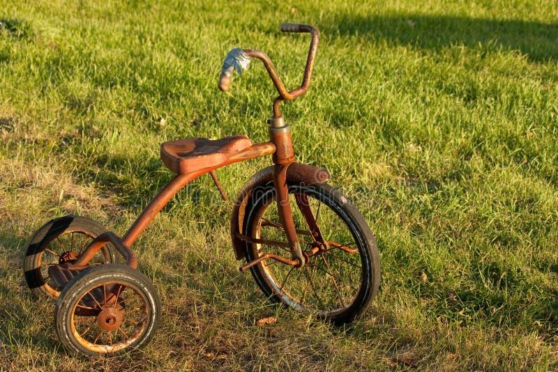 Il triciclo d'annata del bambino fotografie stock libere da diritti