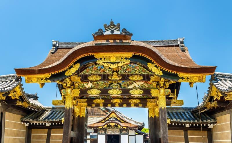 Il tubo principale del karamon al palazzo di Ninomaru al castello di Nijo a Kyoto fotografie stock