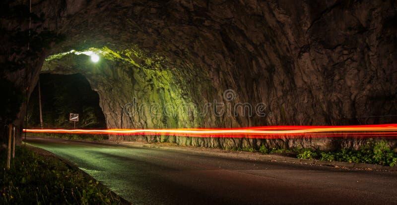 Il tunnel con un'automobile si accende immagine stock libera da diritti