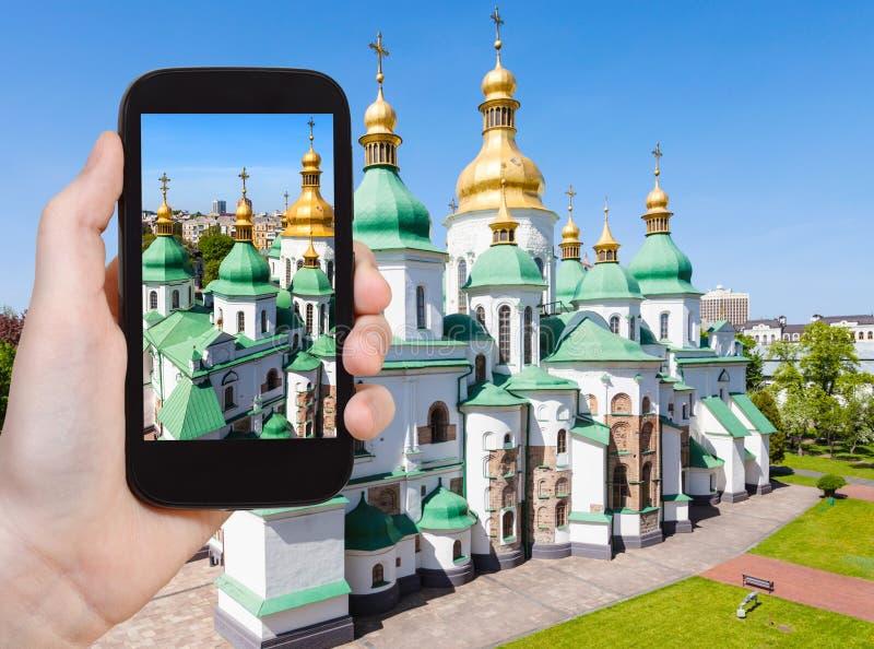 il turista fotografa il san Sophia Cathedral fotografie stock libere da diritti