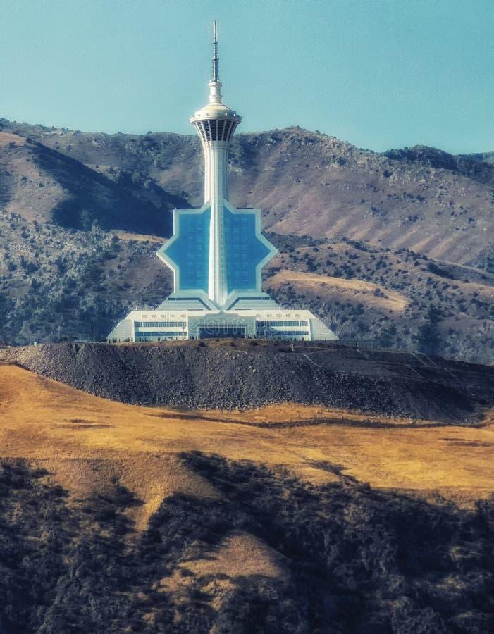 Il Turkmenistan, città di Asgabat, torre della televisione immagine stock