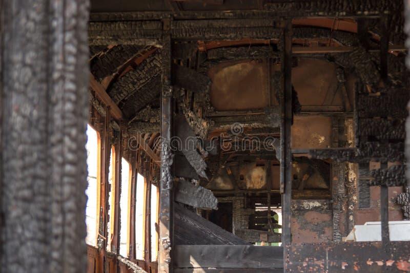 Il vagone del treno bruciato dall'interno fotografie stock libere da diritti