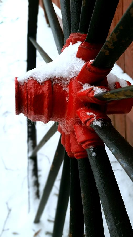 Il vagone spinge dentro la neve fotografia stock libera da diritti