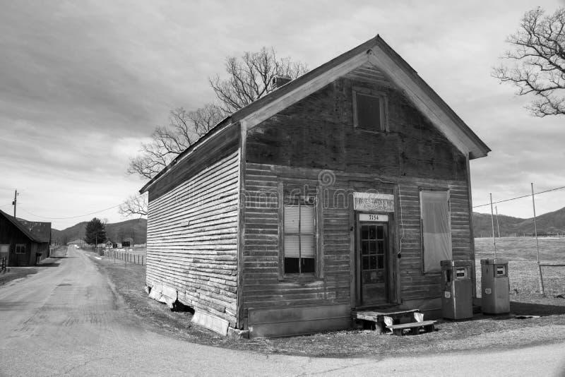 """Il vecchio †dell'emporio di paese di abbandono """"Burkes il giardino, la Virginia, U.S.A. immagine stock"""