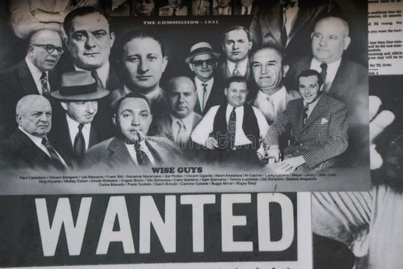 Il vecchio giornale mostra le immagini e gli argomenti circa la mafia americana italiana del te immagine stock