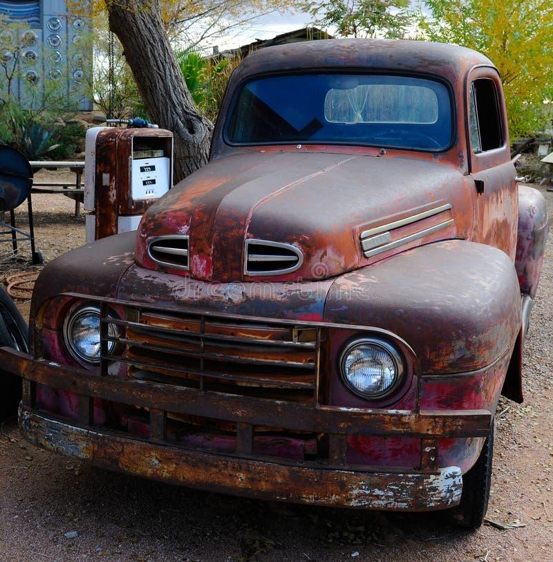 Il vecchio guado classico prende il camion fotografia stock libera da diritti