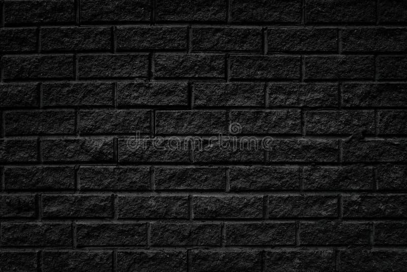 Il vecchio mattone ruvido incrinato nero piastrella il fondo della parete fotografia stock libera da diritti