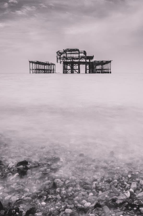 Il vecchio pilastro fuori rovinato magico a Brighton fotografie stock