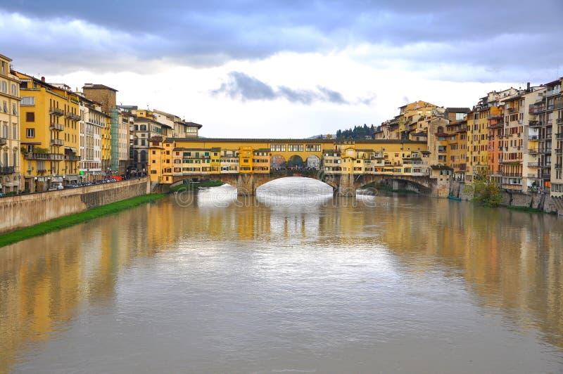 Il vecchio ponticello a Firenze, Italia fotografie stock libere da diritti