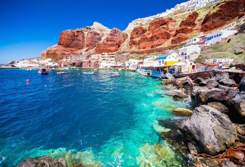 Il vecchio porto di Ammoudi sotto il villaggio famoso di Ia a Santorini immagini stock libere da diritti