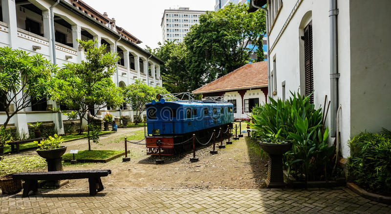 Il vecchio treno blu inutilizzato a Lawang Sewu Samarang contenuta foto Indonesia fotografie stock