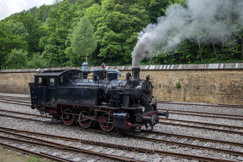 Il vecchio treno del motore a vapore immagini stock libere da diritti