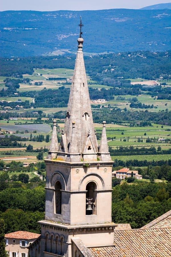 Il vecchio villaggio Bonnieux si ? situato su una collina in Provenza, Francia immagini stock