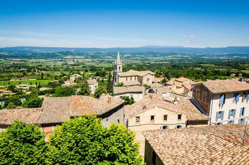 Il vecchio villaggio Bonnieux si ? situato su una collina in Provenza, Francia fotografie stock
