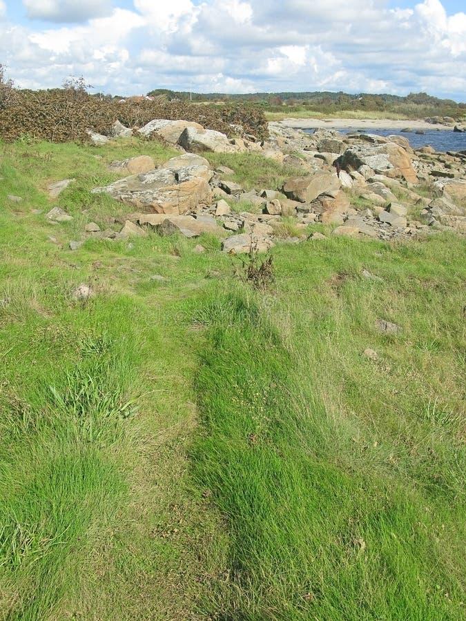 Il verde attracca e rocce fotografie stock libere da diritti